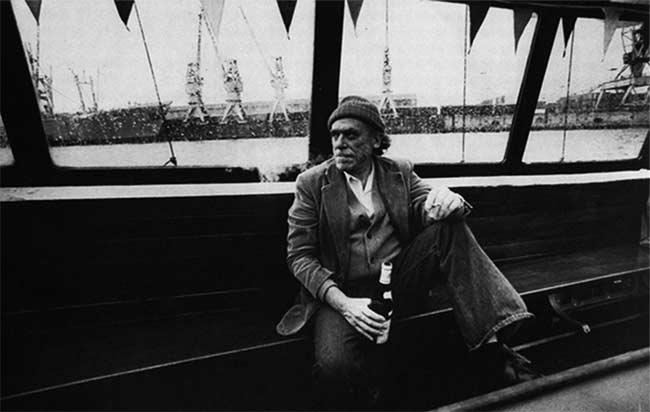 Charles Bukowski Un Poema Es Una Ciudad Poesía Texto Español